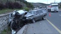 Seyir Halindeki Otomobil Park Halindeki Iki Araca Çarptı: 4 Yaralı