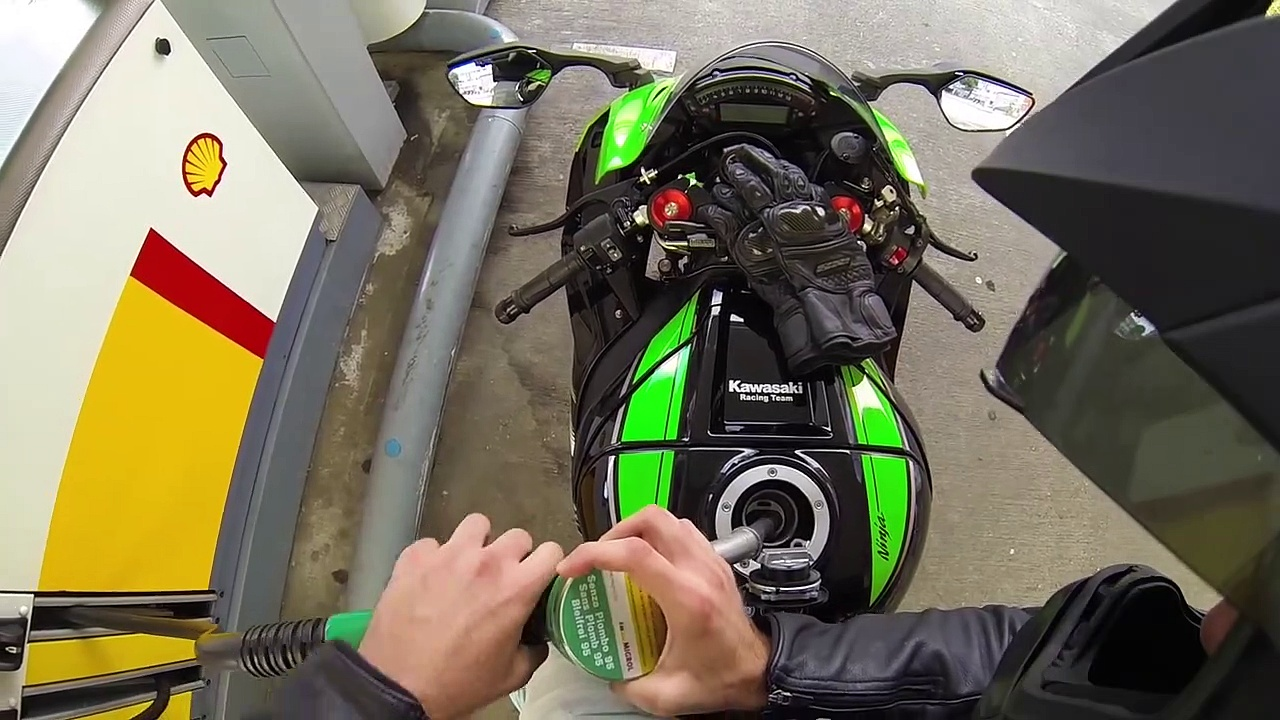 Kawasaki Ninja ZX-10R vs Kawasaki Z1000 Vergleich _asd