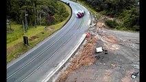 Truck Crash Extreme - Epic E Truck Crashes - Crashes of Truck Too Wild