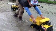 Toy Trucks for Kids - Tonka Construction Vehicles Digging in Mud - Dump Truck, Backhoe, Bulldozer-XqU9Ou