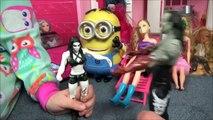 Bad Baby Water Gun Fight In House Victoria Annabelle Super Soakers Babies Hidden Egg-vmh6dG9