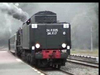 241P17  Entre en gare pour la Suisse