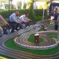 Une course de petites voitures sur circuit très spéciale... Ahaha, aller pédale