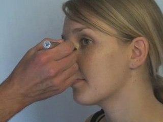 Visionnez les Cours Vidéo de Masquer les cernes  - Cours de maquillage