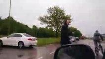 Voici la meilleure façon de se venger, quand tu te fais balancer un truc sur ta voiture!