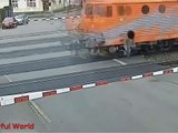 WORLD'S DANGEROUS ACCIDENT VIDEOS CAR ACCIDENT/ROAD ACCIDENT/TRAIN ACCIDENT BUT VERY LUCKY PEOPLE.