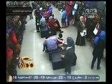 #ممكن   #فيديو_اليوم : سيدة تسرق حقيبة بأحد محلات بالإسكندرية .. خلي بالك من شنطتك