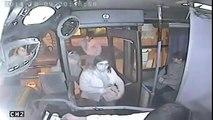 Nem imaginas o que aconteceu a este ladrão que ficou preso dentro do autocarro
