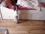 Mon bébé marche!!! Lilou 11 mois tout pile!!!