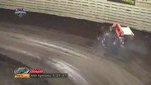 Accident impressionnant en Sprint Car : la voiture décolle et sort du circuit