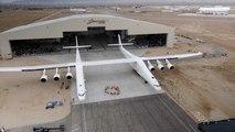 El avión más grande del mundo sale del hangar por primera vez