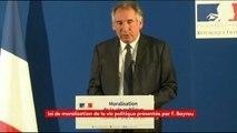 """""""Les élus ne pourront pas exercer plus de trois mandats successifs"""" annonce Bayrou"""