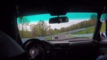 Sur circuit avec sa BMW E30, les freins lâchent juste avant un virage.