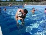 1ers essais en piscine...avec papa
