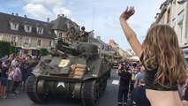 73e D-Day. Défilé de véhicules militaires à Isigny