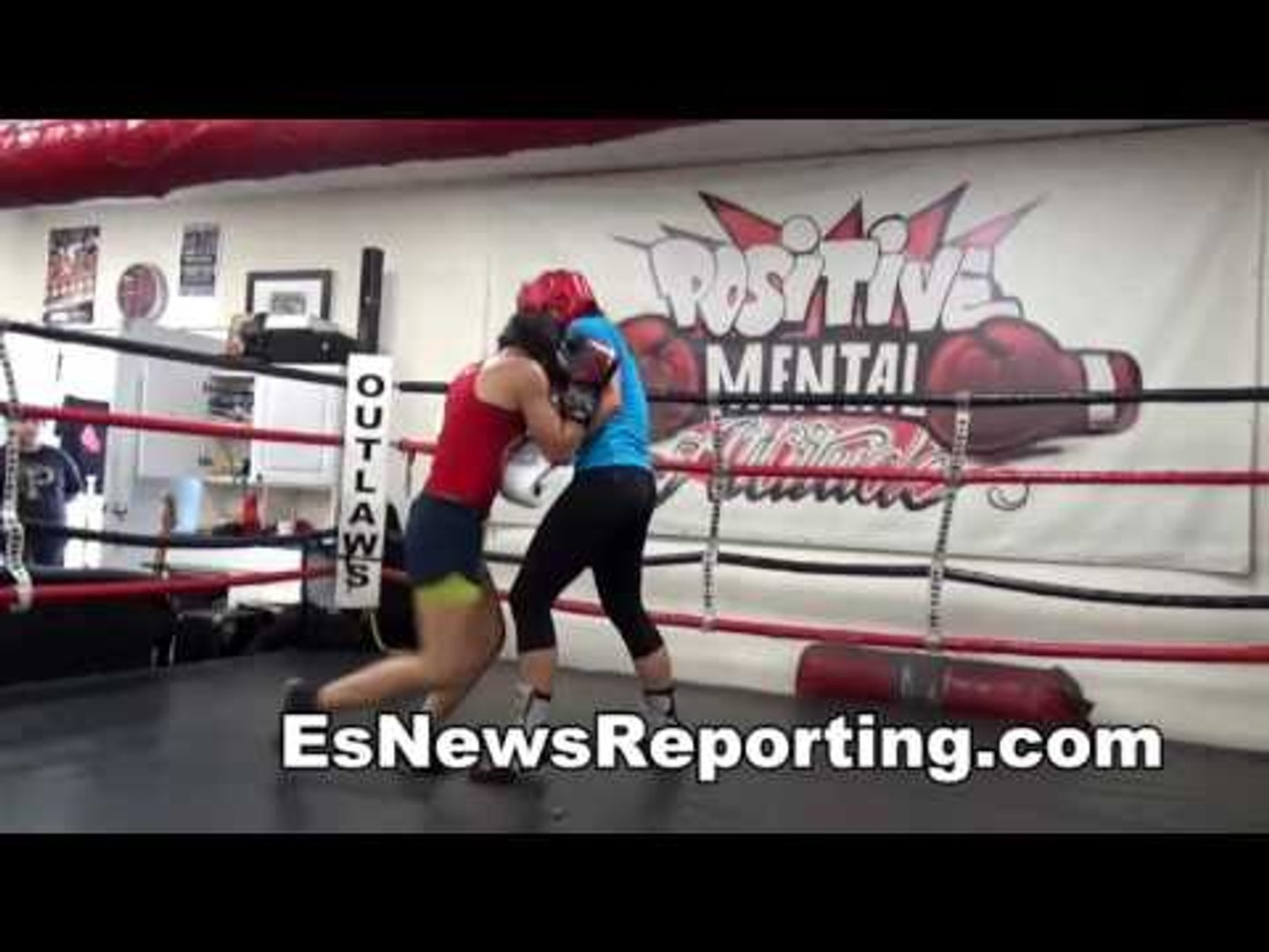MMA Female Fighter vs Female Boxing In The Boxing Ring - EsNews Boxing