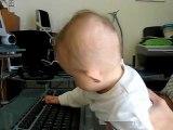 Lou-Ann à l'ordinateur