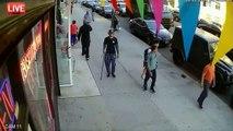 Adolescente agride idoso de 91 anos nas ruas de Manhattan... Simplesmente nojento!