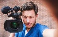 Aux Pays-Bas, un jeune présentateur fait une interview entièrement au milieu de footballeurs sous les douches!