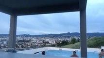 Ils fêtent le titre de champion de France de Clermont en s'invitant dans la piscine de Morgan Parra