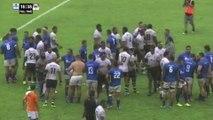 Les Samoa et Fidjiens prient ensemble à la fin du match de Pacific Cup