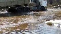 Extrême sur routes sibérien bande annonce un camion avec Hors route 6x6 kamaz
