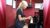 Amazing girl - Incredible piano performance