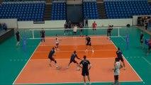 L'équipe de France de volley-ball s'entraîne à Pau