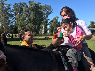 Pour les enfants en situation de handicap Argentine, avec les Roses