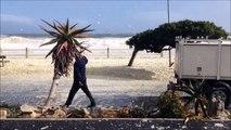 Les route de bord de mer en Afrique du sud recouvertes de mousse et d'écume