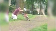 Quand un homme ivre tente de monter sur un vélo !