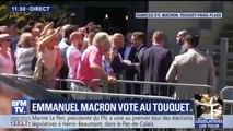 Quand Emmanuel Macron embrasse le crâne d'un sympathisant, imitant Laurent Blanc et Fabien Barthez