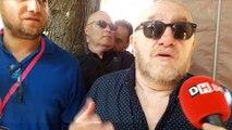 L'acteur Michel Blanc découvre les festivités de la ducasse rituelle aux côtes du bourgmestre, Elio Di Rupo