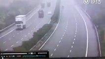 Terrible crash entre 2 camions à contre-sens sur l'autoroute