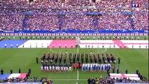 """Avant la rencontre, les supporters français et anglais chantent """"God Save The Queen"""""""