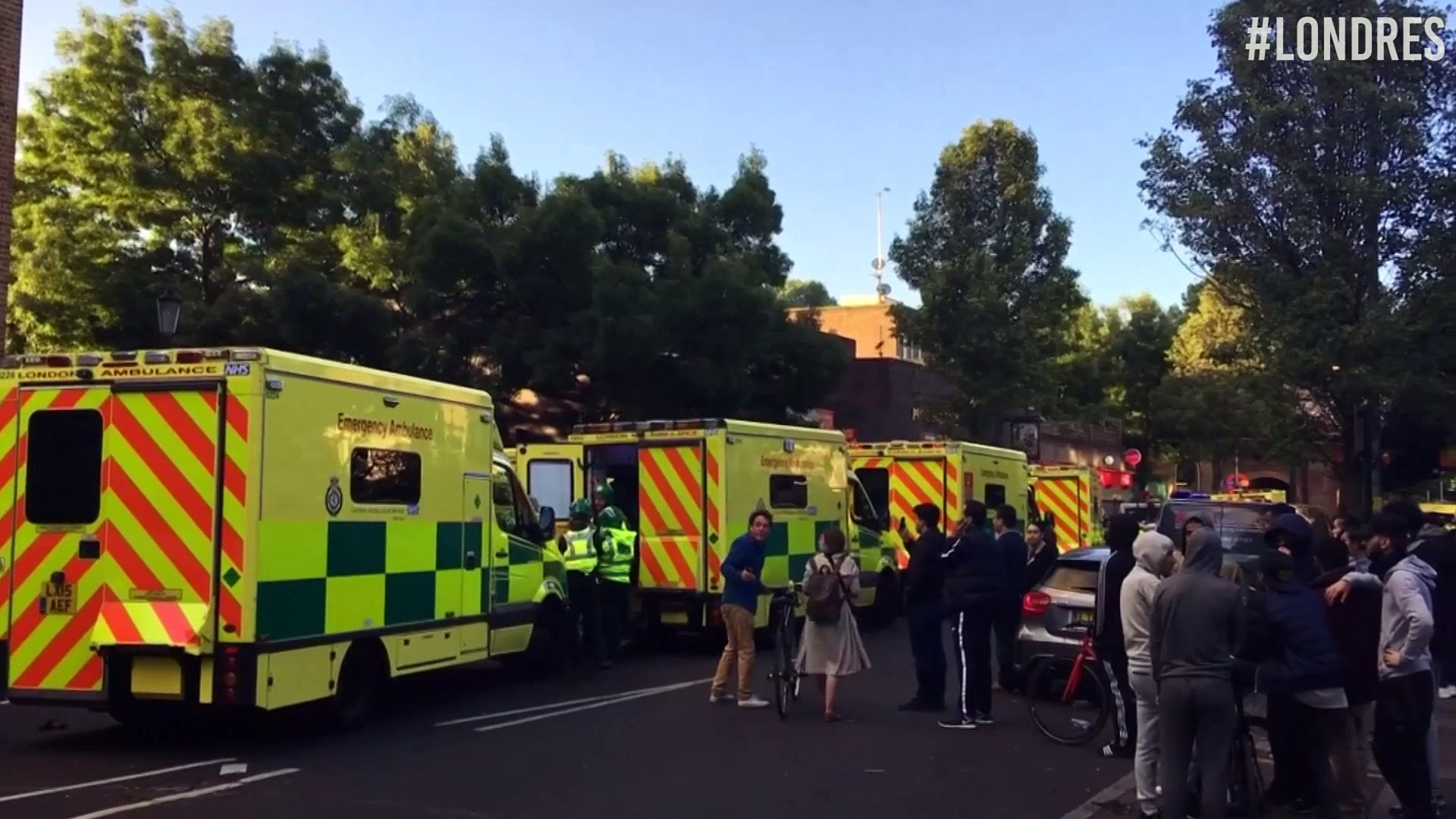 Voraz incendio en edificio residencial de Londres deja al menos 6 muertos y numerosos desaparecidos