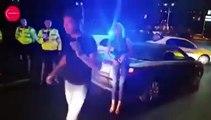 Ce russe met un coup dans les parties d'un policier et fini KO... Fallait pas embeter la police