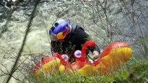 Descendre une chute d'eau de 25 mètres en matelas gonflable !