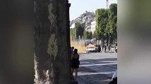 Champs-Élysées: Une vidéo montre l'assaillant extirpé de sa voiture