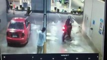 Mais quel con ce motard... Il a voulu s'amuser à la station de lavage et c'est le FAIL