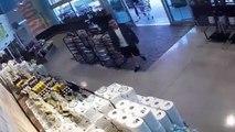 Une femme prend en flagrant délit un pickpocket qui veut voler son portefeuille !