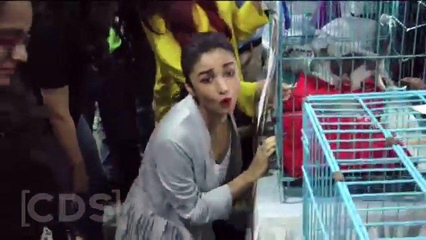 Alia Bhatt Most  SHOCKING Wardrobe Malfunction OOPS Moment In Public - Caught in Hidden Camera