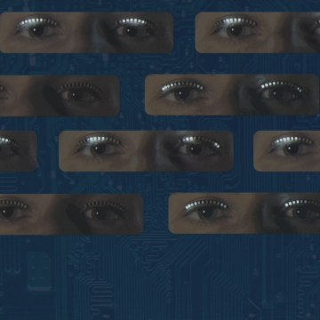 These LED eyelashes respond to movement [Mic Archives]