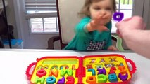 Best Learning Videos for dfgrKids Smart Kid Genevieve Teaches toddlers ABCS, Colo