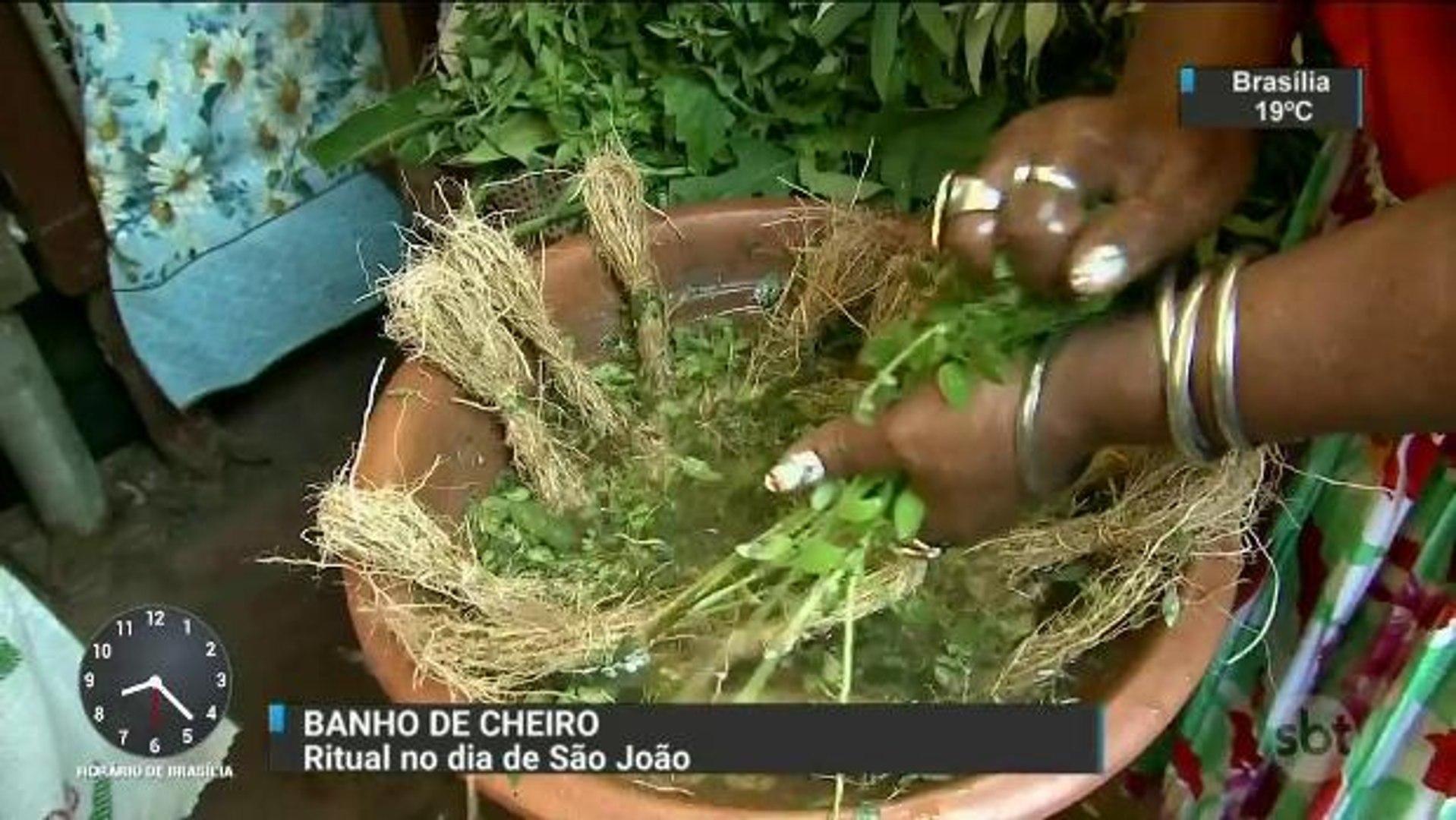 Belém celebra dia de São João com tradicional Banho de Cheiro