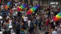 [Actualité] Gay Pride : des milliers de personnes à la marche des fiertés à Paris