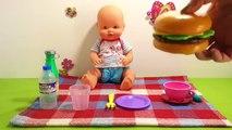 Et bébé changer couche poupée facile alimentation aliments Nenuco