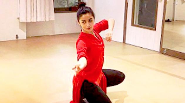 Alia Bhatt Practices Indian Classical Dance