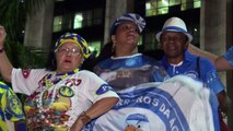 Escolas de samba protestam contra cortes no Carnaval