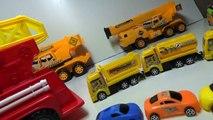Et bébé des voitures feu de de sur jouet un camion camions Studio beaucoup  